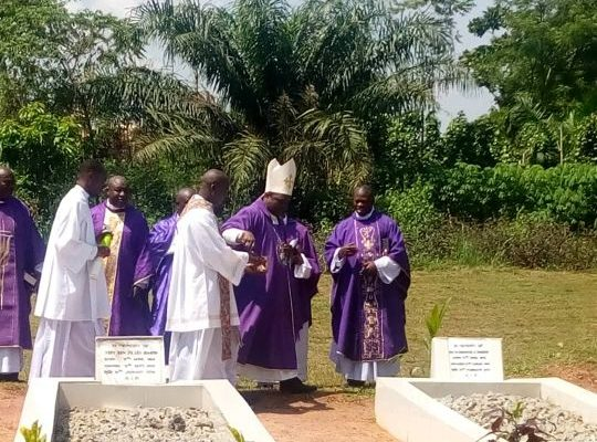 Diocese Prays for Deceased Priests and Religious
